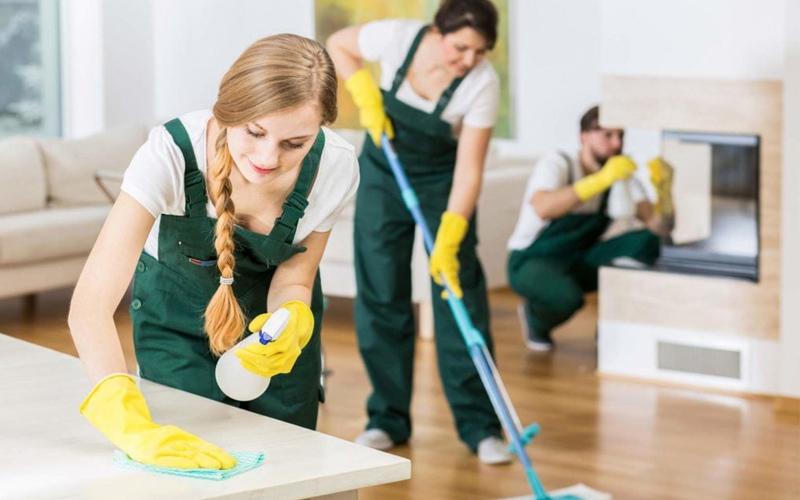 Đội ngũ nhân viên dịch vụ vệ sinh văn phòng